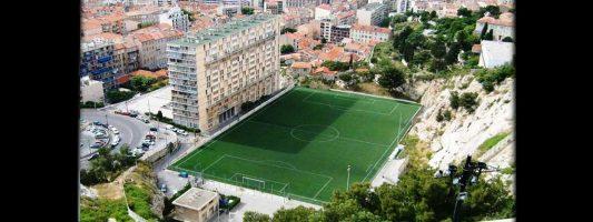 Los 10 estadios de fútbol más raros del mundo
